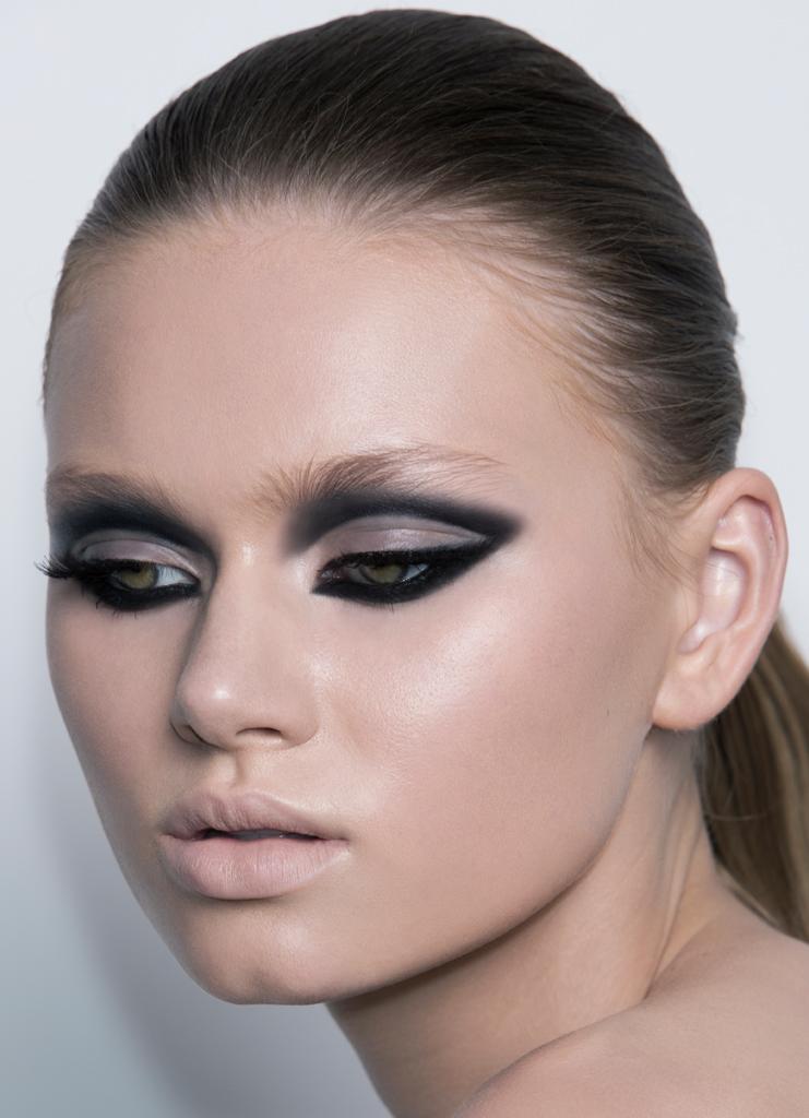natasha-denona-cut-crease-look
