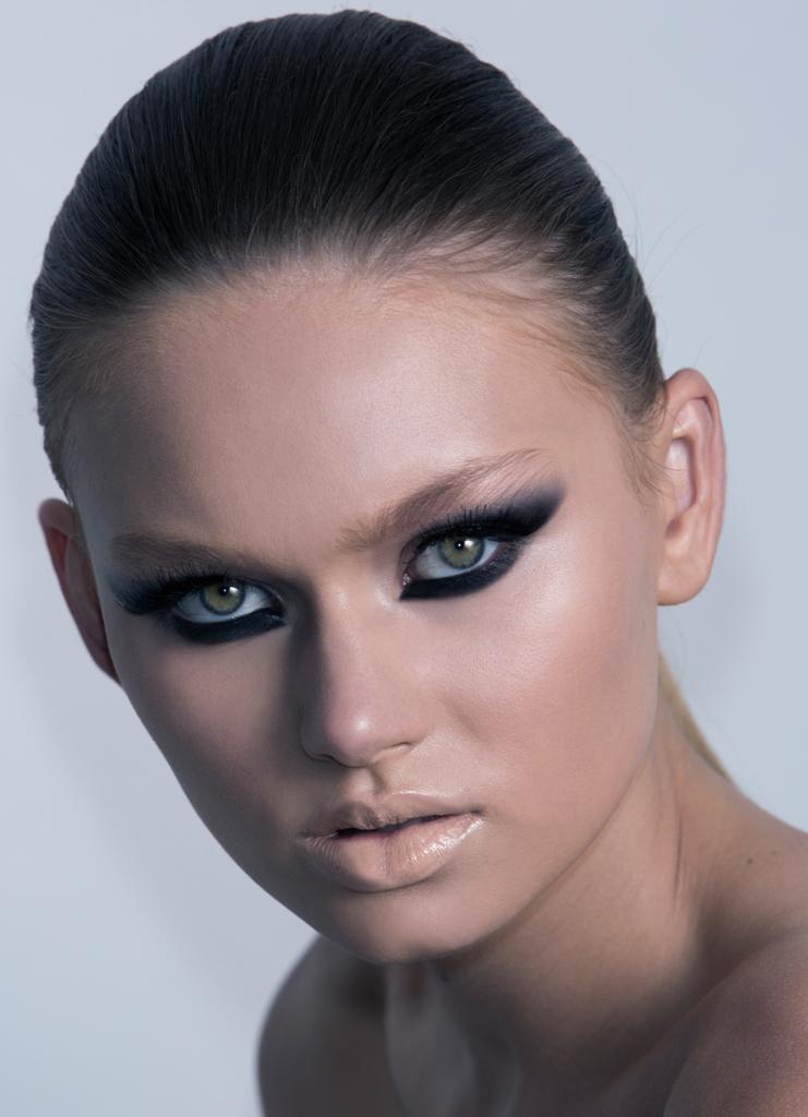 natasha-denona-winged-smoky-look